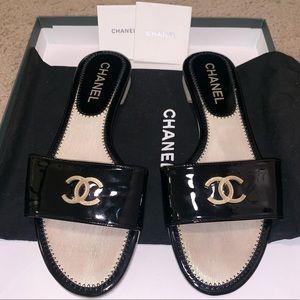 CHANEL CC logo flat sandals/slides EU37.5